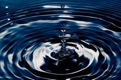 white för vatten för illustration för bakgrundsdroppe fallande Royaltyfria Bilder