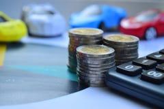 white för vektor för försäkring för bakgrundsbilillustration Bilar med mynt och räknemaskin, finans och lån fotografering för bildbyråer