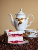 white för ware för cakeCherrykräm smaklig Arkivfoton