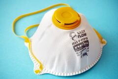 Free White FFP1 Respirator On A Blue Background. Dust Protection Respirator Or Medical Respiratory Mask Against The Virus, Top View Stock Photo - 212318250