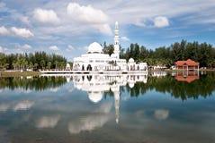 white för 02 moské Royaltyfri Fotografi