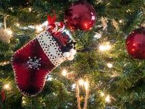 white för tree för prydnadar för jul för bakgrundsboll ljus Arkivbild