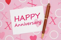Free White Happy Anniversary Greeting Card On Pink Love Paper Royalty Free Stock Photo - 213095085