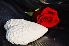 White heart and red rose on black background Royalty Free Stock Photography