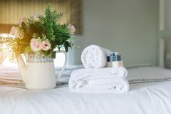 White hotel towel on bed,Stack of fluffy bath towels Royalty Free Stock Photos
