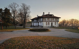 White house in autumn park Royalty Free Stock Photography