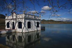 Houseboat lake Royalty Free Stock Photography