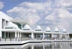 white meczetowy pływający nowoczesnego Zdjęcia Royalty Free