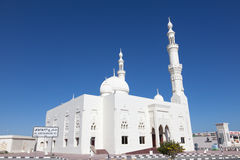 White mosque in Fujairah, UAE Royalty Free Stock Photos
