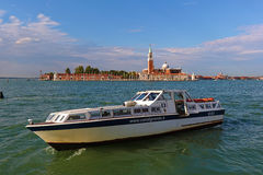 White motor boat against the Church of San Giorgio Maggiore Royalty Free Stock Photos