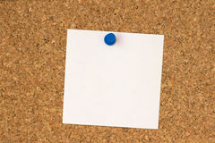 White note pinned to cork board Stock Photos