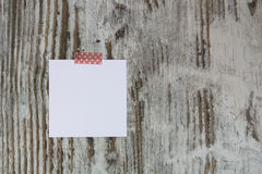 White note in a wood background Royalty Free Stock Photos