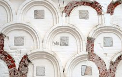 White old brick wall with arch Royalty Free Stock Photography