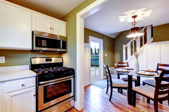 White and olive kitchen and dining room interior Royalty Free Stock Photos