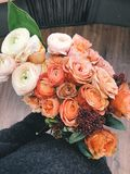 White and Orange Roses Bouquet Royalty Free Stock Photos