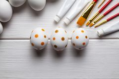 White and painted Easter eggs, brushes and paints Royalty Free Stock Photos