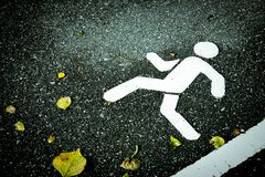 Free White Painted Sign On Asphalt. Pedestrian Lane And Yellow Dry Leaves. Stock Photography - 102688352