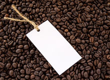 White paper card on coffee beans background Royalty Free Stock Photography