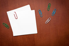 White paper note with a clip Royalty Free Stock Photography