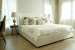 Free White Pillows Setting On English Country Style Bedding Royalty Free Stock Photo - 107645595