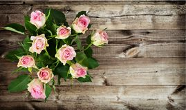 White and pink rose flowers bouquet on wood. En background. Top view Stock Photo