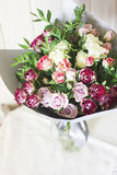 The white and pink spray roses in a gray floral paper Stock Photos