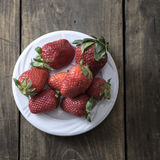 White plate with  fresh strawberries Stock Images