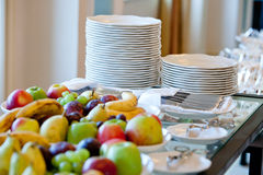 White plates and fruit Royalty Free Stock Image