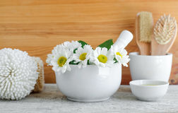 Free White Porcelain Mortar With Flowers Of Chamomile. Herbal Medicine, Natural Homemade Cosmetics And Spa Concept. Royalty Free Stock Images - 92585889