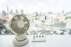 White portable USB desktop fan on office table with USB hub for battery Royalty Free Stock Photos