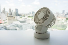 White portable USB desktop fan on office table Royalty Free Stock Photography