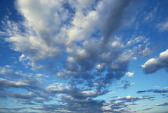 White puffy clouds and blue sky Royalty Free Stock Photos