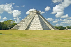 White puffy clouds over the Mayan Pyramid of Kukulkan (also known as El Castillo) and ruins at Chichen Itza Yucatan Peninsula, Mex Stock Photos
