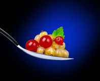 White and red currants in spoon Royalty Free Stock Images