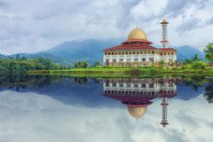 White and Red House Reflecting on Body of Water Under Blue Sky Stock Photography