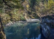 White River im Dorf Guzeripl Stockfoto