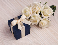 White roses and blue gift box Royalty Free Stock Photos