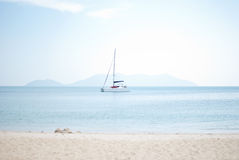 White sailboat in the sea Royalty Free Stock Photography