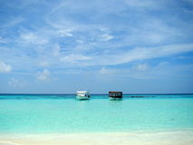 White sand and beautiful water at the Maldives Royalty Free Stock Photography