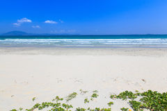 White sand and wave beach blue sky daylight landscape Royalty Free Stock Images