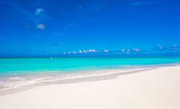 White sandy beach with turquoise water at perfect Royalty Free Stock Photos