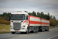 White Scania R730 Hauls Sugar Beet Stock Photos