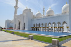 The white Sheikh Zayed Grand mosque in Abu Dhabi Royalty Free Stock Images