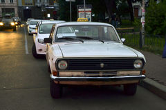 White Soviet taxi Volga GAZ-24 Royalty Free Stock Photography