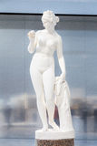 White statue of a female in the Louvre Lens Royalty Free Stock Photos