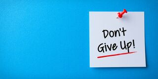 Free White Sticky Note With Don`t Give Up And Red Push Pin On Blue Background Stock Photography - 181968602