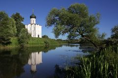 The white stone Church of the Intercession of the Most Holy Mother of God on Nerli the 12th century stock photography