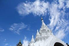 White stucco thai buddhist temple Royalty Free Stock Photos