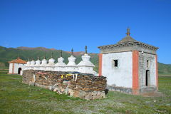 White stupas and prayer wheel buildings on Tibetan Plateau Stock Photography