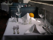White Table Clothe Restaurant Setting. White table cloth, restaurant table setting with yellow flower in Austin, Texas Stock Photo